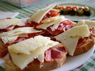 Los talleres gastronómicos se centrarán en el queso, los ibéricos y el vino