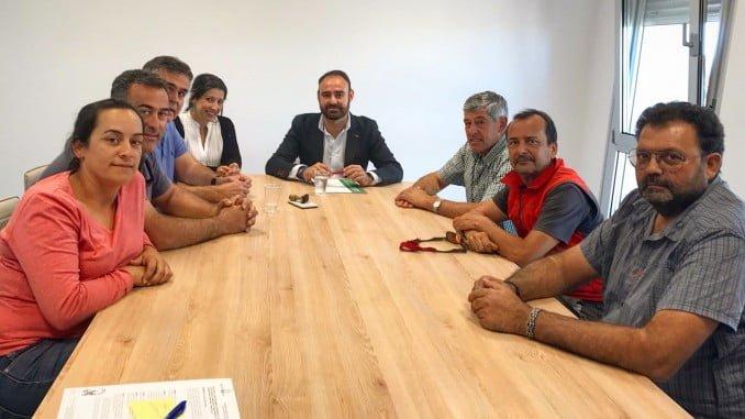 El delegado territorial de Agricultura y Pesca, Pedro Pascual Hernández, ha entregado hoy a la Fresaflor SCA una resolución de ayuda por valor de 500.037 euros