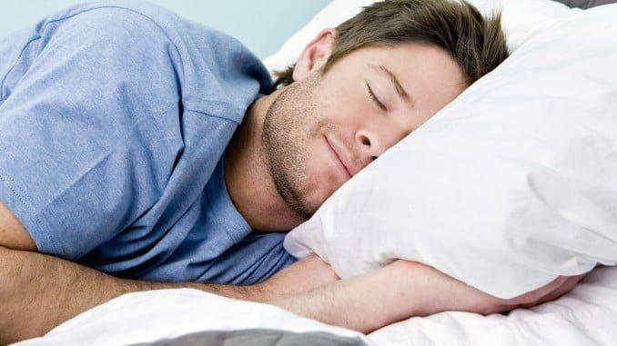 Dormir bien mejora el estado de ánimo y la tensión arterial, disminuyendo el estrés