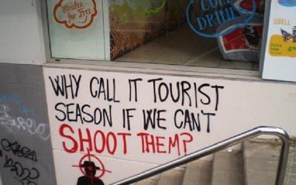 Aparte de los conflictos políticos, los episodios de turismofobia no han hecho más que aumentar la pérdida de los turistas en Cataluña