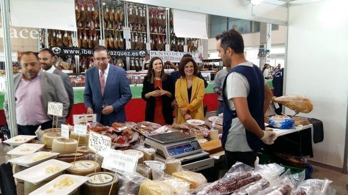 Visita de los políticos a los stand de la Feria del Jamón