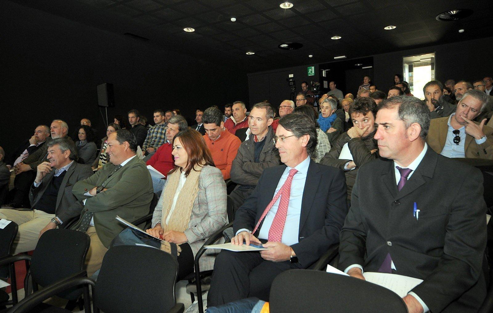 Casi un centenar de representantes de DOP e IGPs se han dado cita en Jabugo.
