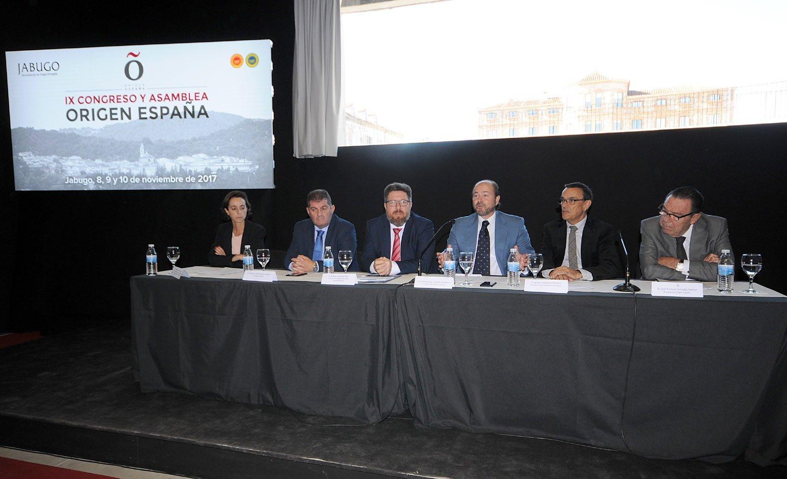 Mesa presidencial en la inauguración del IX Congreso de Origen España en la DOP Jabugo