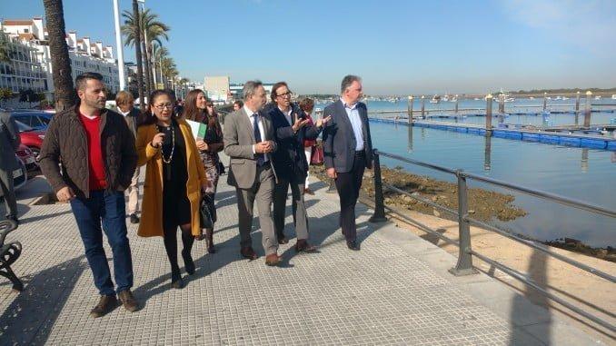 Visita del consejero de Fomento al puerto de Punta Umbría.