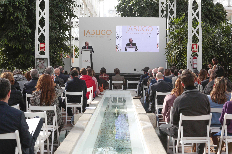 Guillermo García-Palacios, presidente de la DOP Jabugo, explica en Madrid ante especialistas agroalimentarios los objetivos de la Denominación de Origen.