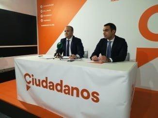 Julio Díaz junto al Secretario de Programas y Áreas Sectoriales de Cs en Huelva, Manuel Repiso