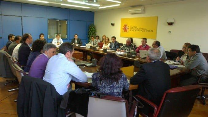 Reunión de representantes del MAPAMA con viticultores