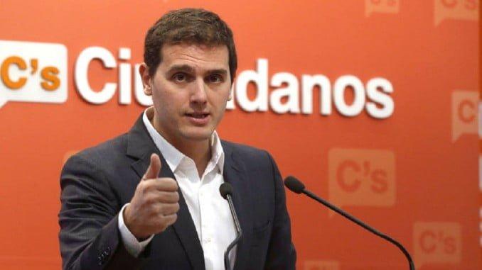 Ciudadanos es el único partido que sube en votos y Albert Rivera el segundo político mejor valorado