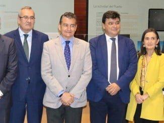 Autoridades en la toma posesión del nuevo presidente del Puerto de Huelva