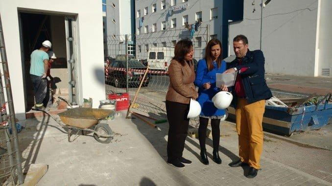 María José Bejarano y Esther Cumbrera visitan las obras de las viviendas de la calle Gazmín