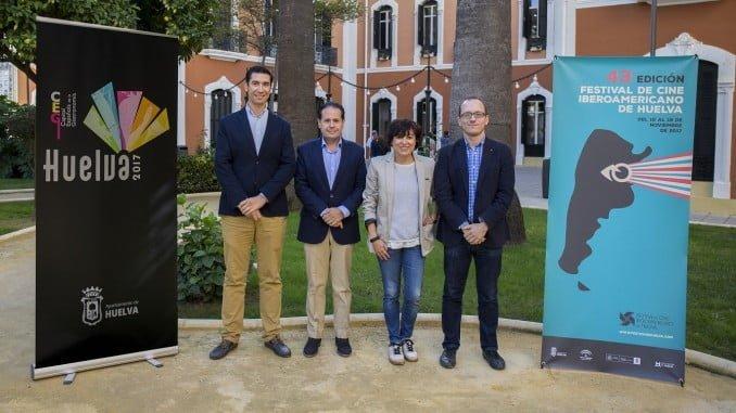 El director del Festival y la concejala de Cultura junto al presidente de Bareca
