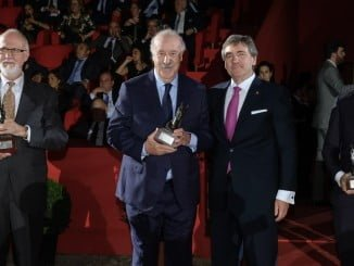 El ex seleccionador de fútbol, Vicente del Bosque, ha recibido el cariño del público tras recoger su premio