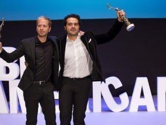 Alberto López y Alfonso Sánchez con el Premio Luz