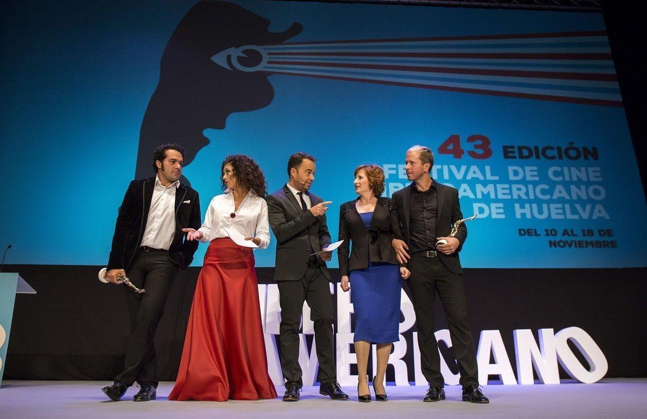 Los galardonados junto a Mari Paz Sayago, Luichi Macías y Dani Mantero