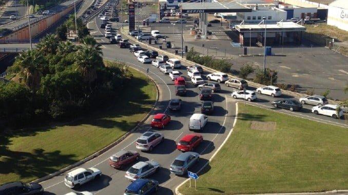 Las retenciones en el Puente del Odiel han sido kilométricas