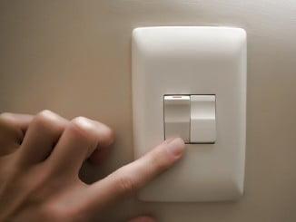El precio de la luz prosigue con su tendencia alcista, después de que en octubre se disparara un 7%