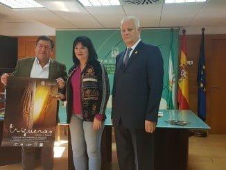 Carmen Solana junto al alcalde de Trigueros y el vicerrector Juan A. Márquez