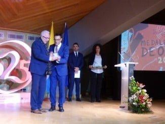 José Sánchez Maldonado, rector de la UNIA ha recibido de manos del Presidente de la Diputación, Ignacio Caraballo, laMedalla de Oro de la Provincia a la sede iberoamericana de La Rábida de la UNIA