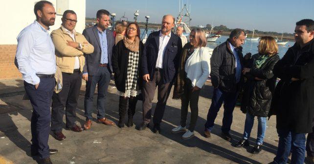 Antonio Pradas, junto a otros representantes socialistas,se han reunido en Punta con el sector pesquero