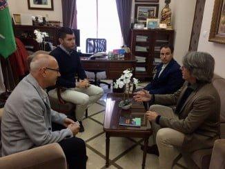 Reunión del alcalde de Valverde con representantes de Orange España