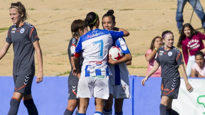 El equipo onubense festeja el gol del empate ante el Zaragoza
