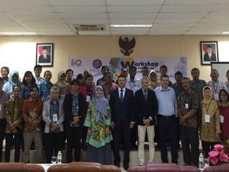 Los profesores Andújar y Martínez Bohórquez y el director gerente de Kemtecnia en su visita a Indonesia