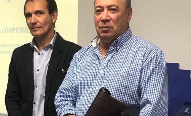 El edil isleño Francisco Zamudio, a la derecha dela imagen junto al delegado Territorial de Empleo en Huelva