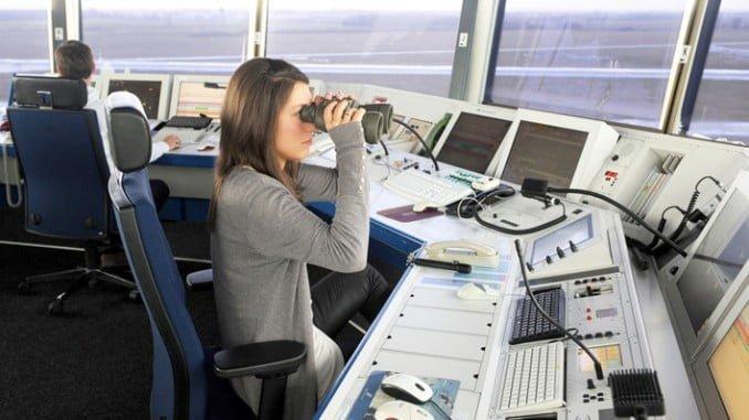 Se explicará cómo es el trabajo de un controlador aéreo, responsabilidades y distintas categorías profesionales
