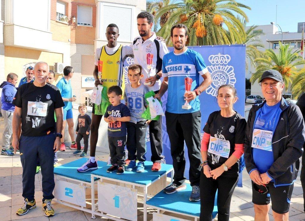 El podio con los ganadores, con Emilio Martín que ha apadrinado la iniciativa