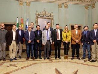Gabriel Cruz junto a responsables de las cinco entidades más representativas de la economía social