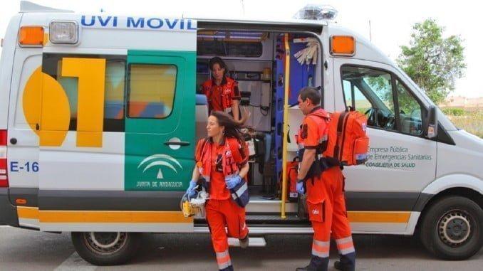 Los sanitarios han atendido a los heridos, que han sido trasladados al Hospital Infanta Elena