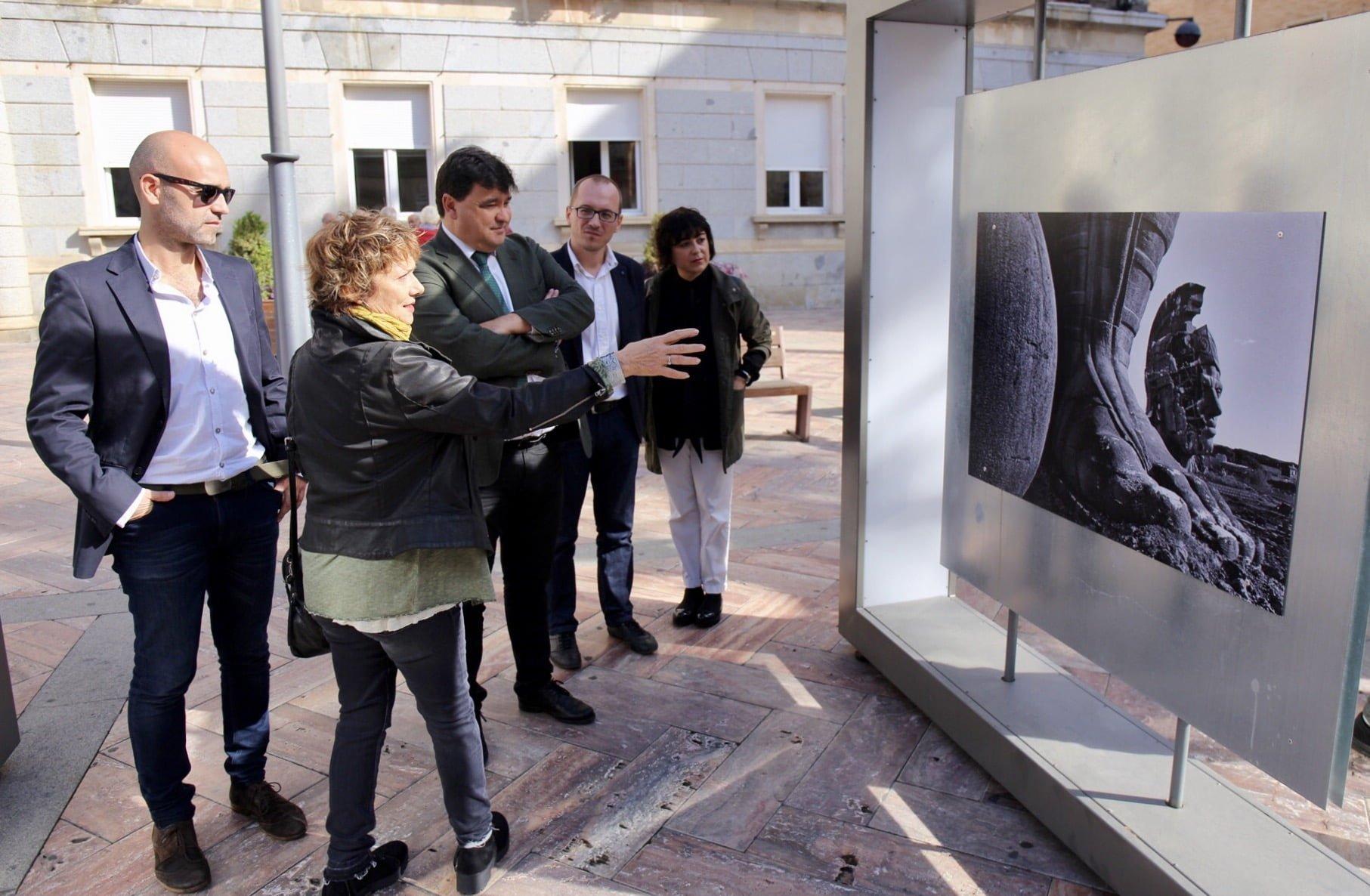 El alcalde de Huelva, el director del Festival de Cine, el coordinardor de (AC/E) y la comisaria de la muestra