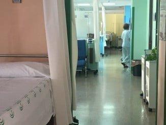 Un vigilante de seguridad ha sido agredido por un paciente en el Juan Ramón Jiménez