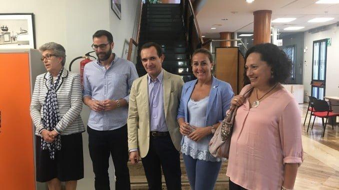 Manuel Ceada ha visitado la ofiicina del SAE de Moguer