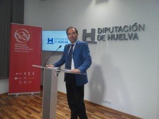 El portavoz del equipo de gobierno en la Diputación, José Fernández, ha dado a conocer las iniciativas