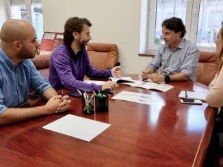 El concejal de Empleo ha mentenido un encuentro con responsables de Proyecto Hombre