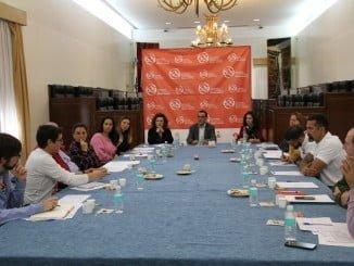 Ignacio Caraballo y María Eugenia Limón reunidos con representantes de las asociaciones subvencionadas