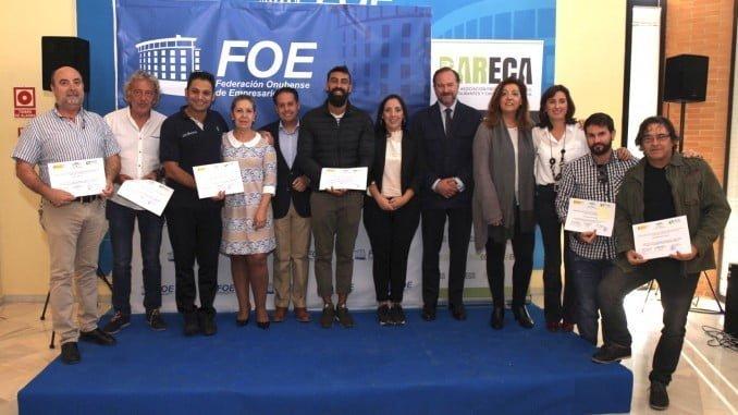 Trabajadores acreditados junto a la concejala de Políticas Sociales y los responsables de la FOE Y Bareca