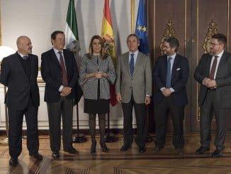 La presidenta de la Junta se reúne en San Telmo con los representantes del sector de la aceituna de mesa