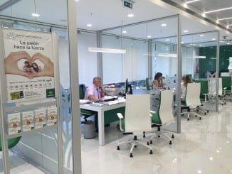 Modernas instalaciones de Caja Rural del Sur en una de sus oficinas.