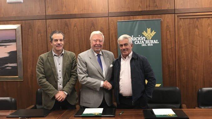 Los presidentes de Fundación Caja Rural del Sur y de Freshuelva, junto al gerente de la misma.