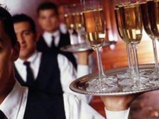 A destacar el incremento experimentado por hostelería y turismo, que en solo un año ha triplicado las ofertas de empleo en Andalucía