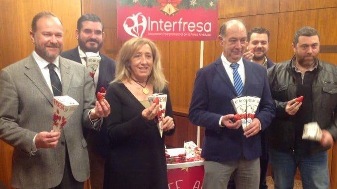 Interfresa espera superar este año en las 'Campanadas con fresas' la cantidad recaudada para la AECC.