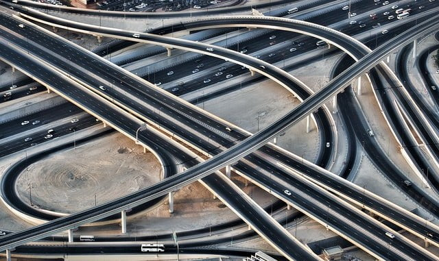 La crisis provocó que los gobiernos recortasen el gasto público y con esto disminuyó la inversión en infraestructuras de los países miembros