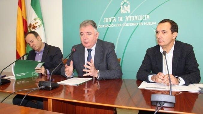El delegado de la Junta, el director de Economía Social y Autónomos y el delegado de Economía