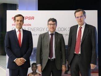 De Izquierda a derecha: Héctor Perea (Director de Estrategia de Cepsa), Álvaro Nadal (Ministro del gobierno español de Energía), Pedro Miró (CEO de Cepsa)