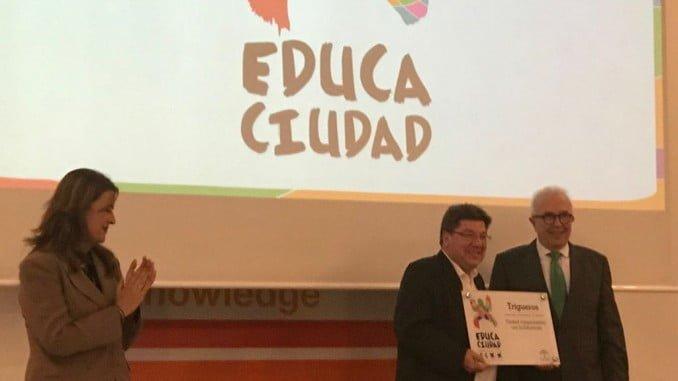 El Ayuntamiento de Trigueros recibe el premio Educaciudad