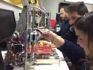 Formación en Impresión 3D en un centro de Guadalinfo