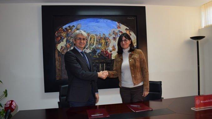 José Antonio Agüera y María Antonia Peña renuevan la colaboración entre Cepsa y la UHU