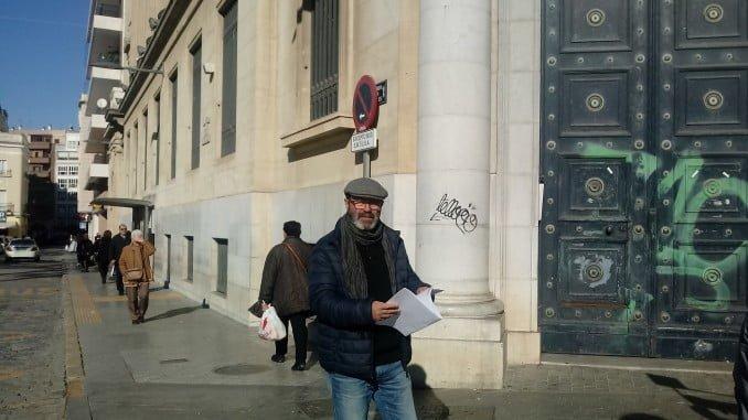 Pedro Jimenez ante el edificio del Banco de España